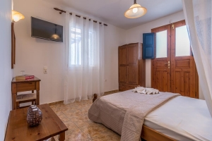 Budget Room, Iliopetra Milos rooms to let Adamas hotels